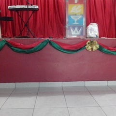Photo taken at Igreja do Evangelho Quadrangular - TEMPLO DA VITÓRIA by Adriele S. on 12/23/2013