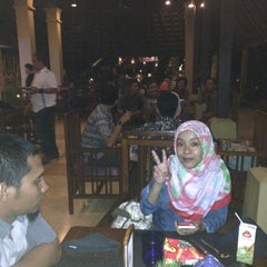 Photo taken at Meranti & Verandah Restaurant by Diah A. on 6/19/2015