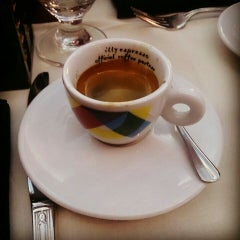 Photo taken at Tintoretto Bakery (Venetian Hotel) by Ясен П. on 8/12/2015