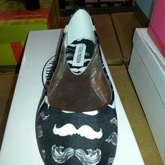 Photo taken at DSW Designer Shoe Warehouse by Chana Ladybug F. on 8/28/2013