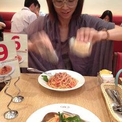 Photo taken at Italian Tomato Café Jr. by Pearl W. on 9/4/2013