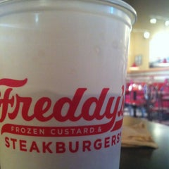 Photo taken at Freddy's Frozen Custard & Steakburgers by Chad S. on 8/11/2013