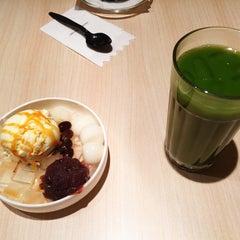Photo taken at 七叶和茶 Nana's Green Tea by HànYu W. on 2/13/2015