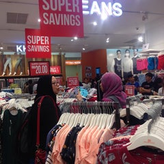 Photo taken at Brands Outlet by Zaaraaaa on 9/23/2015