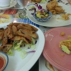 Photo taken at Siam Taste Thai Cuisine by Sean (Seowoo) Y. on 10/7/2014