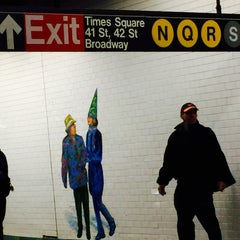 Photo taken at MTA Subway - 42nd Street Shuttle (S) by Racky S. on 10/31/2015