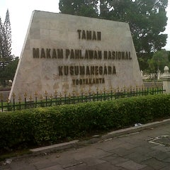 Photo taken at Taman Makam Pahlawan Kusuma Negara by dwi cahya on 6/15/2013