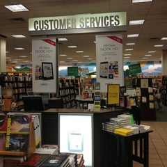 Photo taken at Barnes & Noble by Victor O. on 7/14/2013