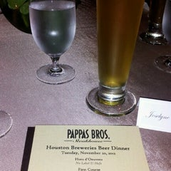 Photo taken at Pappas Bros. Steakhouse by Joselyne G. on 11/21/2012