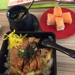 Photo taken at Sakae Sushi by hrhouren on 9/9/2013