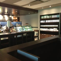Photo taken at Starbucks by Fer R. on 8/13/2013