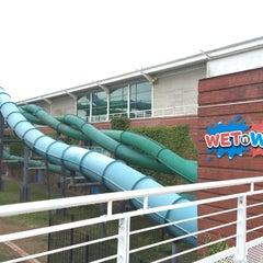 Photo taken at Wet N Wild by Lee M. on 6/25/2015