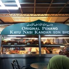 Photo taken at Original Penang Kayu Nasi Kandar by John B. on 12/31/2012