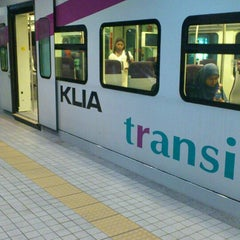 Photo taken at KLIA Ekpres/Transit (ERL) by Kyra J. on 5/19/2013
