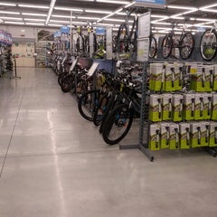 Photo taken at Decathlon by Lety R. on 5/16/2013