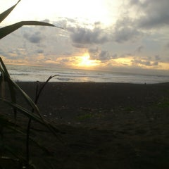 Photo taken at Pantai Kuwaru by Rosyid A. on 1/27/2015