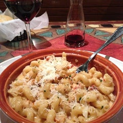 Photo taken at Carrabba's Italian Grill by ~Erin Michelle~💋 on 4/2/2014
