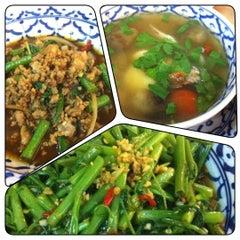 Photo taken at Nakhon Kitchen by Steven D. H. on 11/27/2012