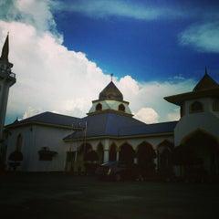 Photo taken at Masjid Nurul Iman Serendah by d_yanz on 1/6/2013