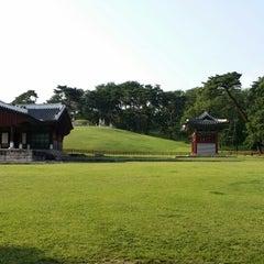 Photo taken at 동구릉 by 인환 차. on 6/6/2014