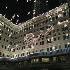 Photo taken at The Peninsula Hong Kong 香港半島酒店 by Jae R. on 12/15/2012