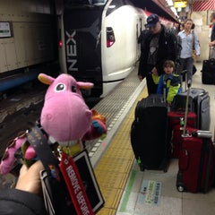 Photo taken at JR 成田空港(第1旅客ターミナル)駅 (JR Narita Airport (Terminal 1) Sta.) by Alex on 4/9/2015
