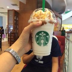 Photo taken at Starbucks (สตาร์บัคส์) by _nink on 8/18/2015
