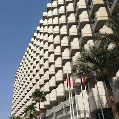Photo taken at Hilton Dubai Jumeirah Resort by Robert R. on 2/13/2013