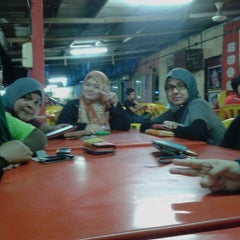 Photo taken at Restoran Gemilang Tom Yam by Nur F. on 6/18/2013