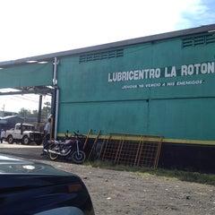 Photo taken at Lubricentro La Rotonda by Allan O. on 10/5/2013