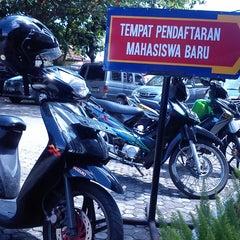 Photo taken at Universitas Teknologi Yogyakarta (UTY) by Ingga P. on 9/7/2013