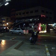 Photo taken at สถานีขนส่งผู้โดยสารจังหวัดลําปาง (Lampang Bus Terminal) by Nookie K. on 4/11/2013