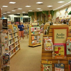 Photo taken at Barnes & Noble by David N. on 9/19/2015