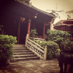 Photo taken at Miếu Q5 by Amy C. on 10/9/2013