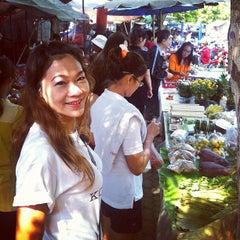 Photo taken at กาดติ๊ด ตลาดนัดวันอาทิตย์ (Sunday Market) by Supreeya M. on 3/10/2013
