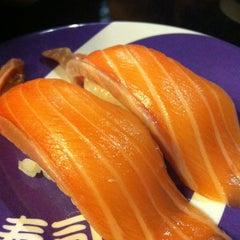 Photo taken at Heiroku Sushi (เฮโรคุ ซูชิ) by Apple O. on 10/16/2012