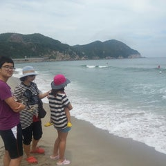 Photo taken at 용화해수욕장 by Youngsoo K. on 7/19/2013