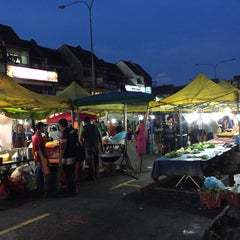 Photo taken at Pasar Malam TTDI by Azuar A. on 11/22/2015