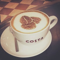 Photo taken at Costa Coffee by Nirav M. on 4/20/2015