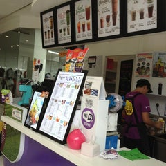 Photo taken at Chatime by Jayson C. on 11/23/2014