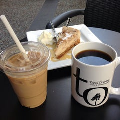 Photo taken at Trees Organic Coffee by Vinh L. on 8/13/2013