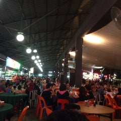 Photo taken at Ling Loong Seafood No. 6 Topspot by Mao Sheng T. on 8/1/2014