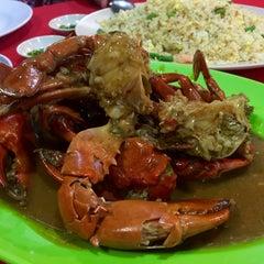 Photo taken at William's Crab Restaurant by Eymirsya E. on 5/13/2015