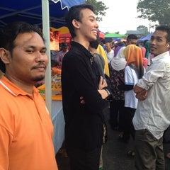 Photo taken at Bazar Ramadhan Seksyen 17 by Hafidz A. on 7/29/2013