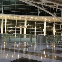 Photo taken at Aeroporto Francisco Sá Carneiro (OPO) by Rafael D. on 5/5/2013