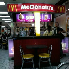 Photo taken at McDonald's by Faula Holy on 10/30/2013