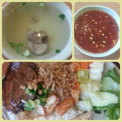 Photo taken at Com Tam Thuan Kieu by Cecilia Trang P. on 6/3/2013