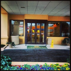 Photo taken at La Quinta Inn & Suites Atlanta Perimeter Medical by Orlando P. on 1/28/2013