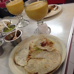 Photo taken at Tacos Don Juanito by Alejandro L. on 3/8/2014