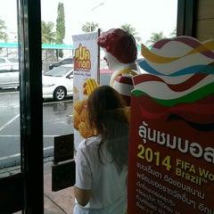 Photo taken at ทางหลวงพิเศษหมายเลข 7 (Motorway No. 7) by Taecompe K. on 3/22/2014